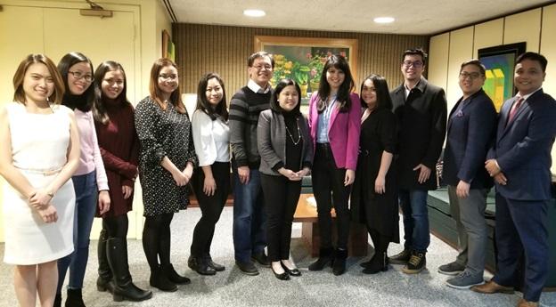 Consul General Dizon-De Vega Meets Filipino Law Students in New York
